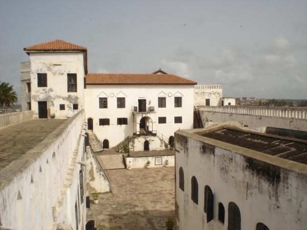 20426-View-from-inside-Elmina-Castle-0